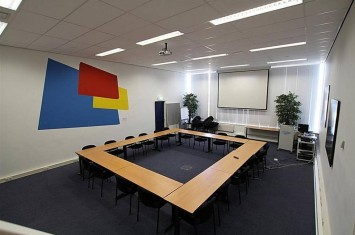Bedrijfsruimte huren Lucas Bolsstraat 7, Nieuw-Vennep
